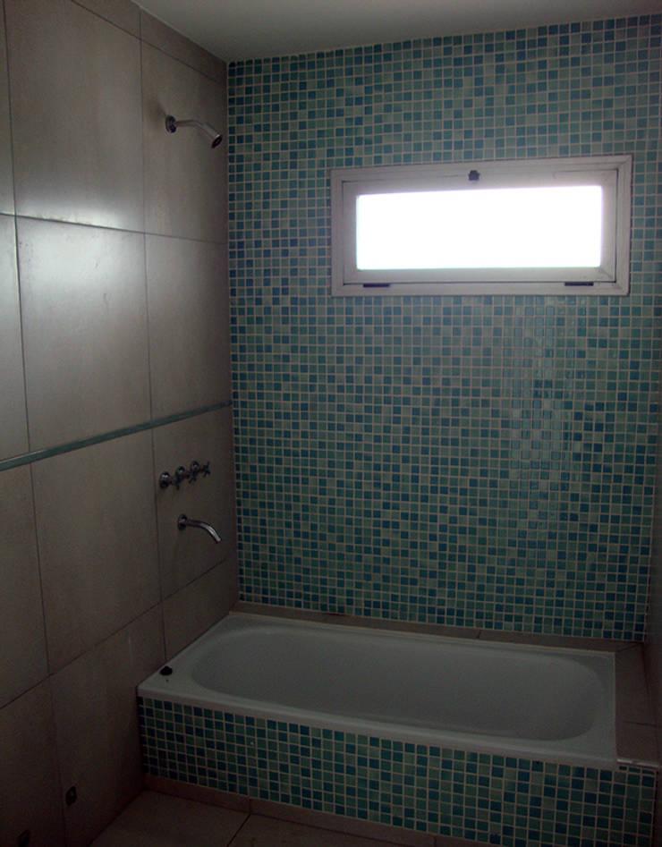 Baño: Baños de estilo  por Lineasur Arquitectos