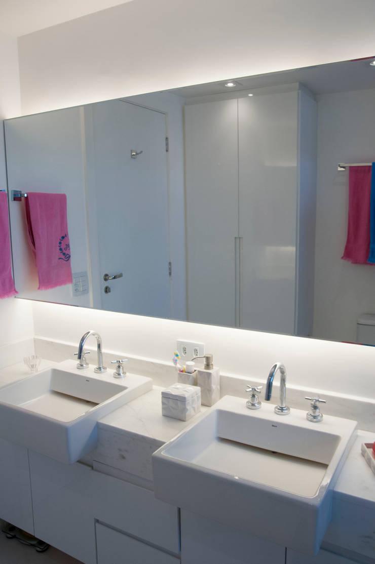 Baños de estilo  por kaleidoscope arquitetura de experiencia, Ecléctico