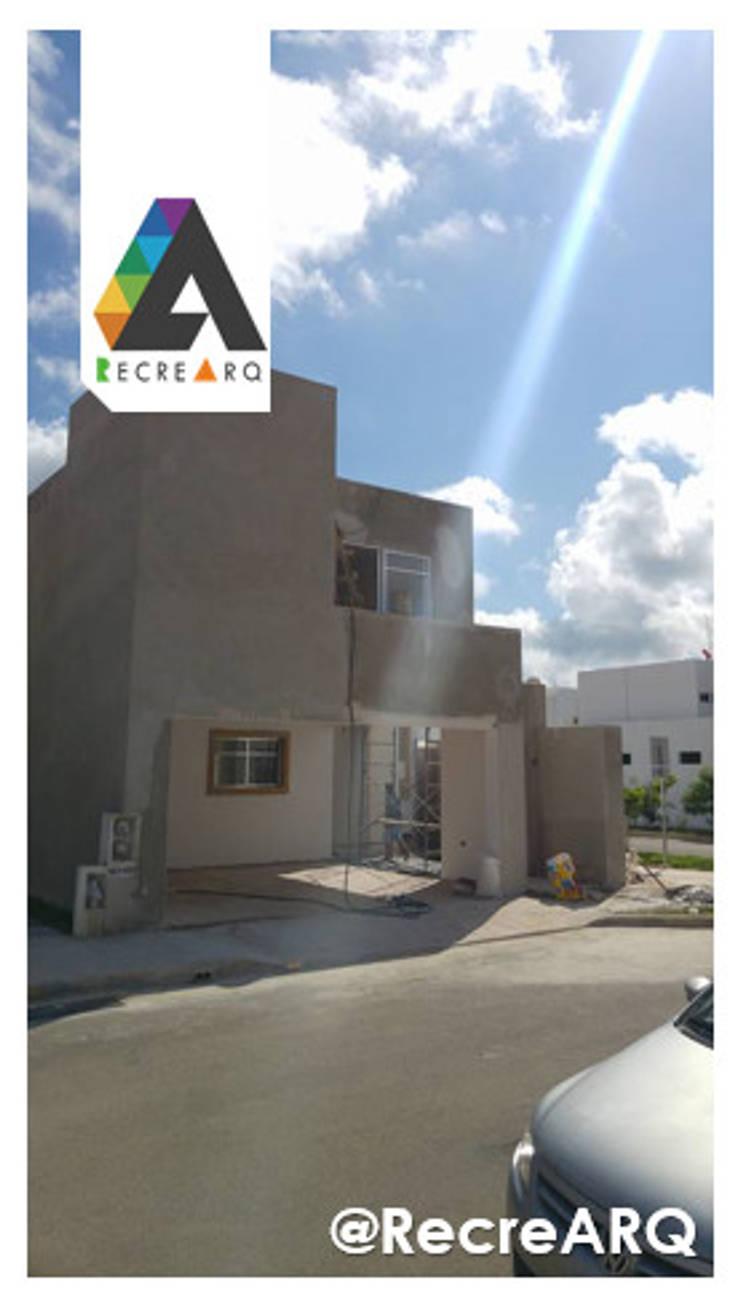 Vista fachada proceso:  de estilo  por RecreARQ Construcciones