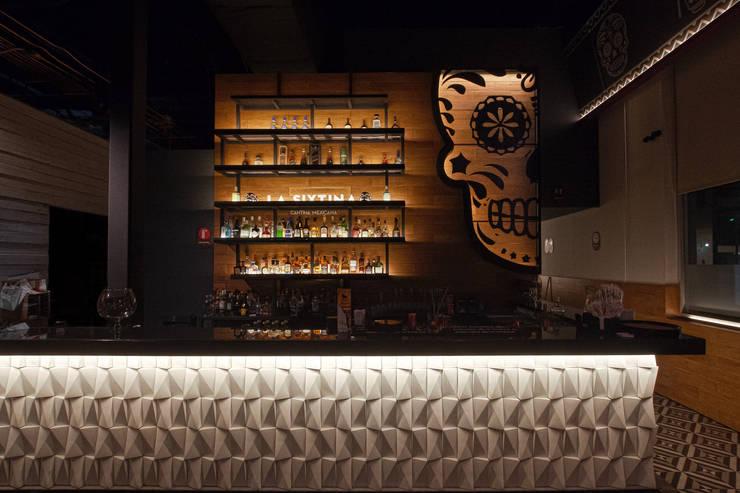 Barra Cantina La Sixtina: Bares y discotecas de estilo  por State of Light, Moderno