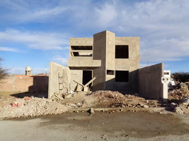 Fachada: Casas de estilo  por Arquitectura Especializada Nueva Vizcaya, Moderno Ladrillos