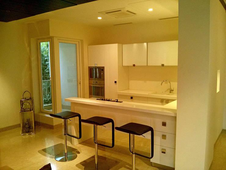 Kitchen by Studio Sohaib, Modern