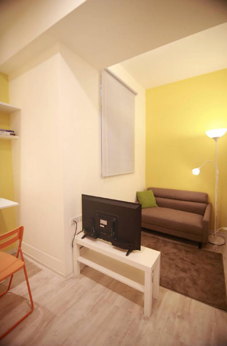 Living room by Studio Sohaib