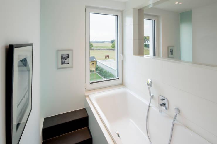 浴室 by Ferreira | Verfürth Architekten
