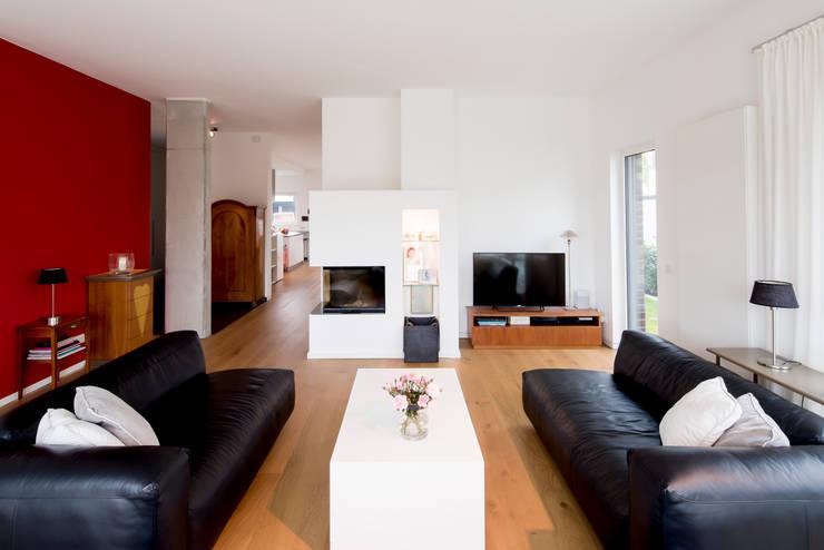 Woonkamer door Ferreira   Verfürth Architekten