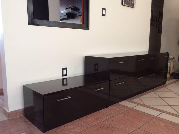 Asesoría y Mobiliario:  de estilo  por InGeniotika, Moderno Madera Acabado en madera