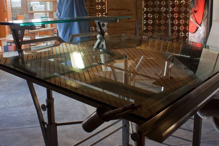 Escritorio de cristal:  de estilo  por Stann Designs S.A de C.V., Moderno