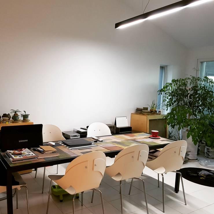떼오하우스: tohaus/떼오하우스의  서재 & 사무실,미니멀