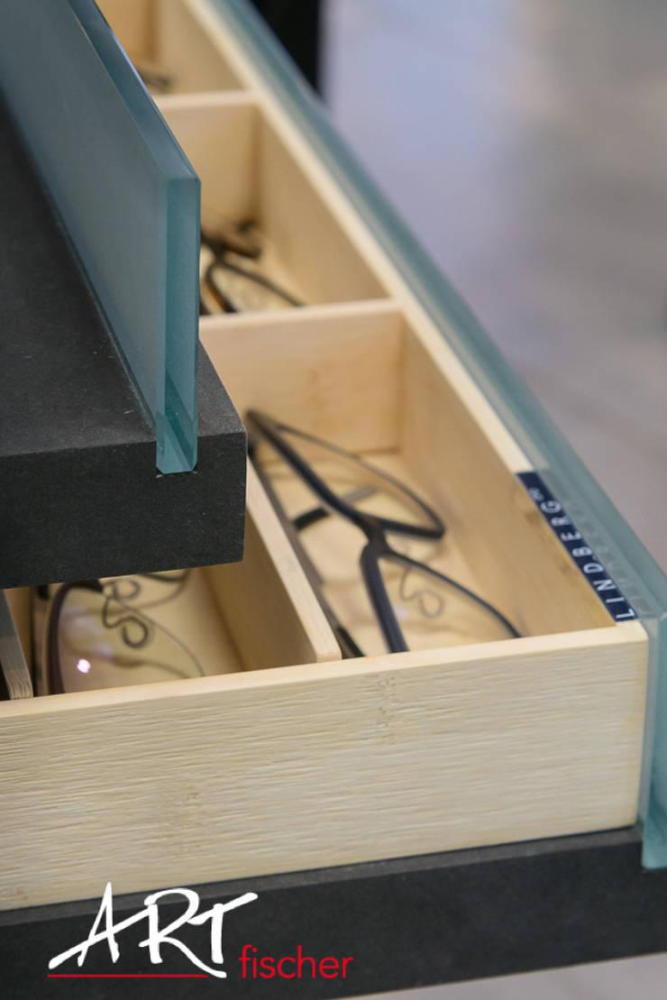 Produktpräsentation für Brillen:  Geschäftsräume & Stores von ARTfischer Die Möbelmanufaktur.