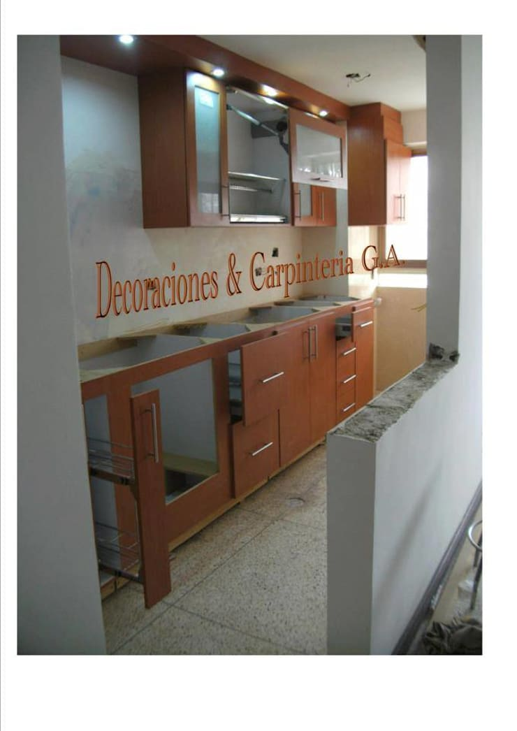 COCINA HAYA: Cocinas de estilo moderno por CARPINTERIA GUERRERO AMUNDARAIN