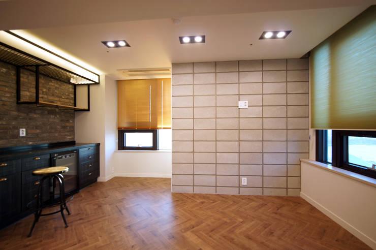 일산 장항동 SK M시티 58평형: 스토리희 디자인의  거실