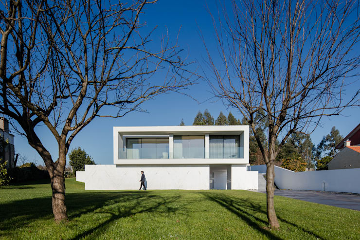 Vista do exterior: Casas  por Raulino Silva Arquitecto Unip. Lda,