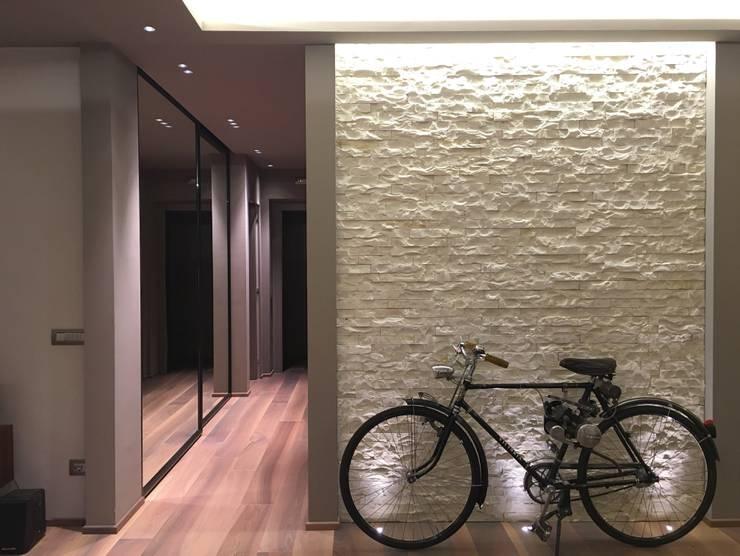 現代風玄關、走廊與階梯 根據 cristina zanni designer 現代風