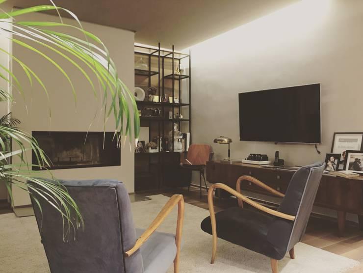 现代客厅設計點子、靈感 & 圖片 根據 cristina zanni designer 現代風