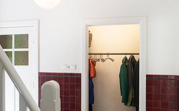 JAREN 30-HUIS | GESTRIPT:  Gang en hal door WEBERontwerpt | architectenbureau