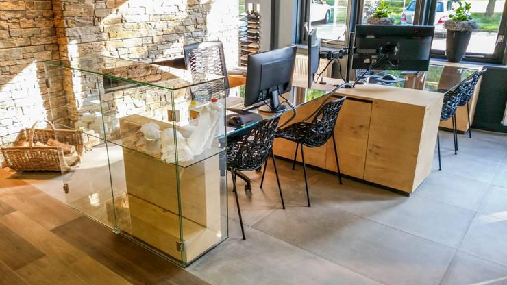 Winkels Volendam:  Kantoren & winkels door Kuiper Steur architecten BNA