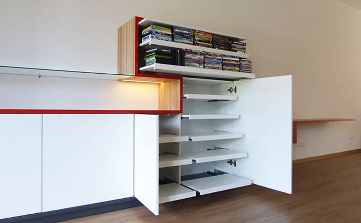 WANDKAST | SKYLINE:  Woonkamer door WEBERontwerpt | architectenbureau