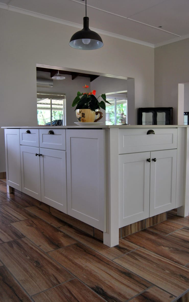 Project : Gray Thomson:  Kitchen by Capital Kitchens cc
