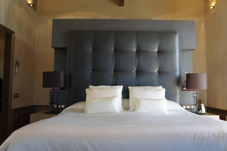 Diseño de interiores suite: Dormitorios de estilo  de Isa de Luca