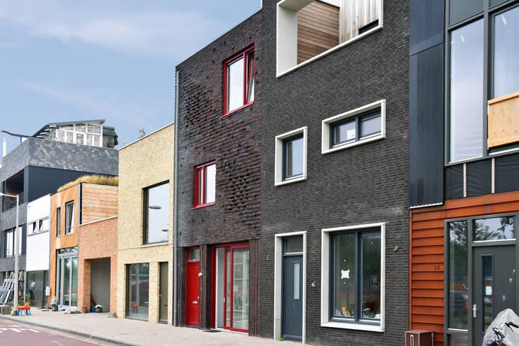 Energieneutrale woning Buiksloterham:  Huizen door CUBE architecten, Modern