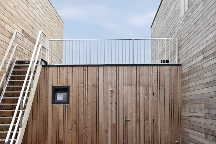Energieneutrale woning Buiksloterham:  Terras door CUBE architecten