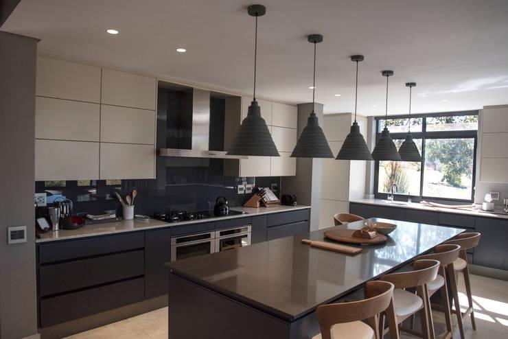 Kitchen:  Kitchen by Tim Ziehl Architects, Country