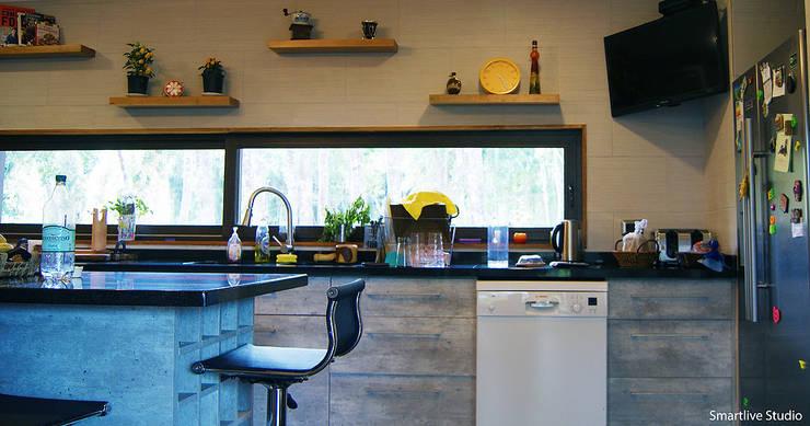 Casa R / Valdivia: Cocinas de estilo  por Smartlive Studio