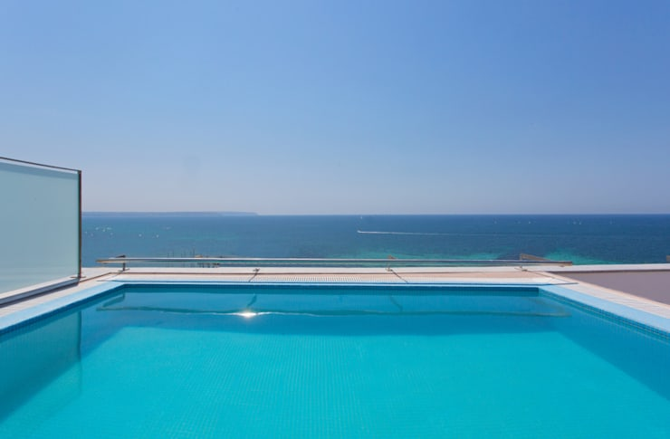 Luxury Apartment Building Marina Plaza, Portixol:  Pool by Tono Vila Architecture & Design