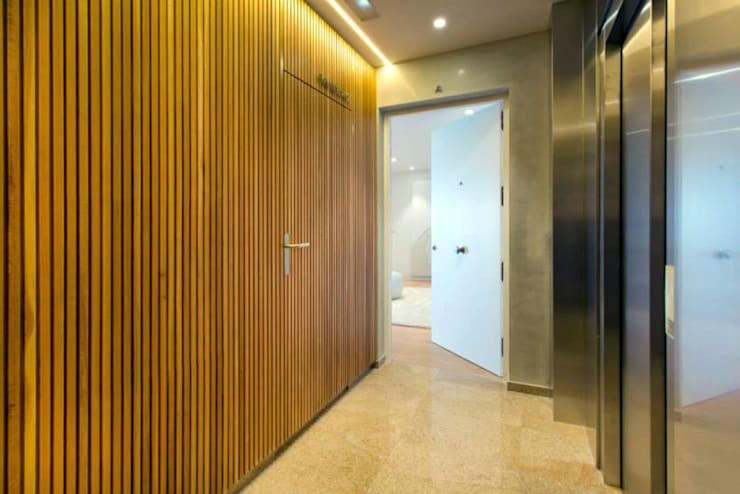 Luxury Apartment Building Marina Plaza, Portixol:  Corridor & hallway by Tono Vila Architecture & Design