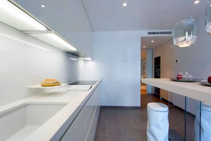 Luxury Apartment Building Marina Plaza, Portixol:  Kitchen by Tono Vila Architecture & Design
