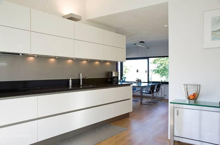Keuken:  Keuken door Verhoeven Architectuur & Interieur