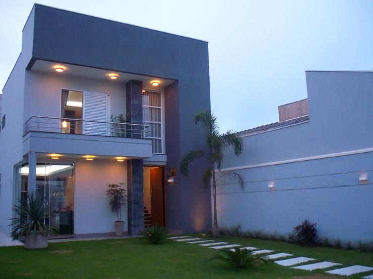 Casas de estilo moderno por Caio Pelisson - Arquitetura e Design