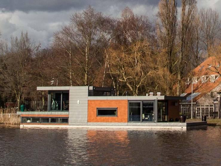 drijvende woning Amsteldijk 01:  Huizen door aquatecture, Modern