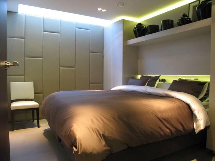 drijvende woning Amsteldijk 03:  Slaapkamer door aquatecture, Modern