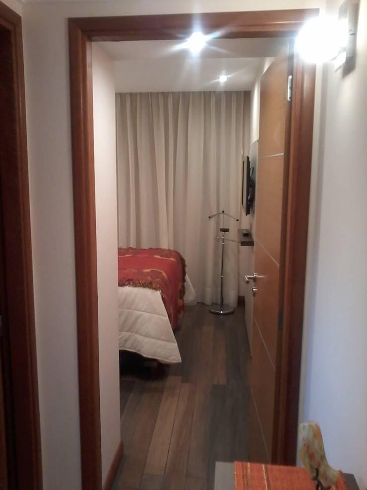 Ingreso al dormitorio principal.: Dormitorios de estilo  por D&C Interiores,