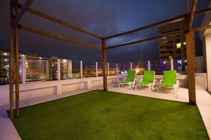 Vista panorámica desde la terraza.: Hoteles de estilo  por D&C Interiores,