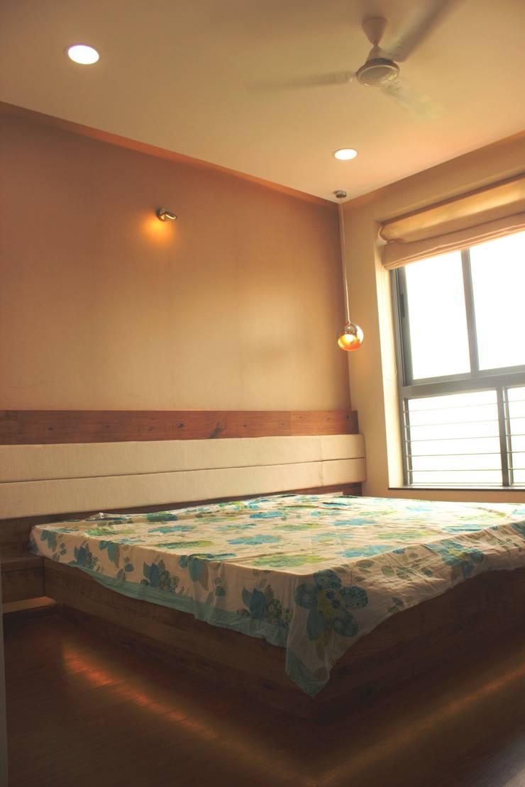 Mr. Jitendra Pathak:  Bedroom by GREEN HAT STUDIO PVT LTD