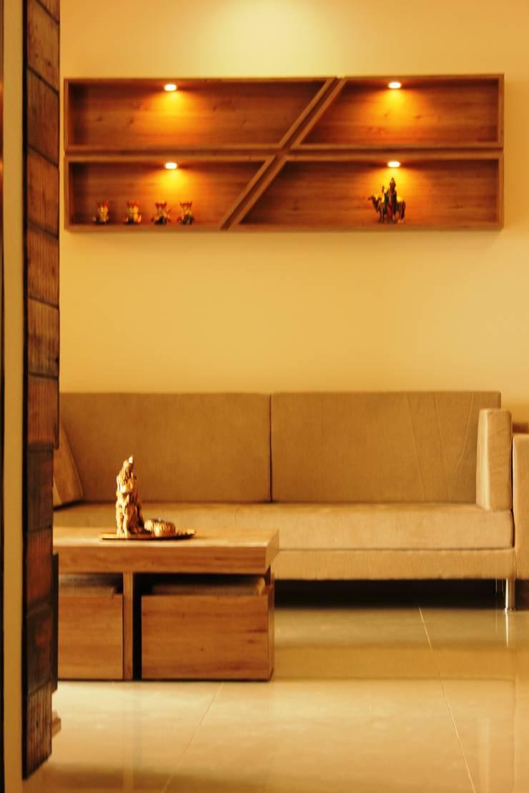 Mr. Jitendra Pathak:  Living room by GREEN HAT STUDIO PVT LTD
