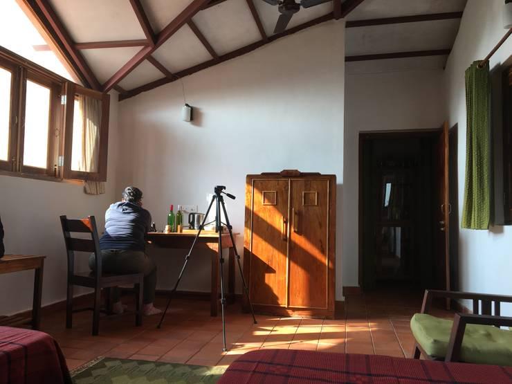 Homestay in Kanha National park, Madhya Pradesh:  Bedroom by M+P Architects Collaborative