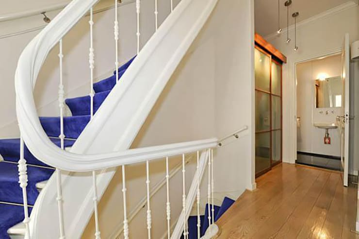 Trappenhuis:  Gang en hal door Tektor interieur & architectuur, Klassiek