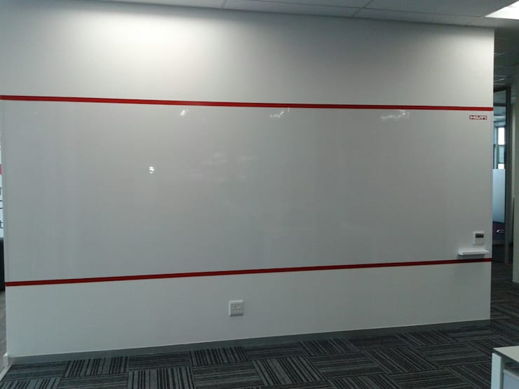 Wonder wall:  Study/office by Resurface Graphics