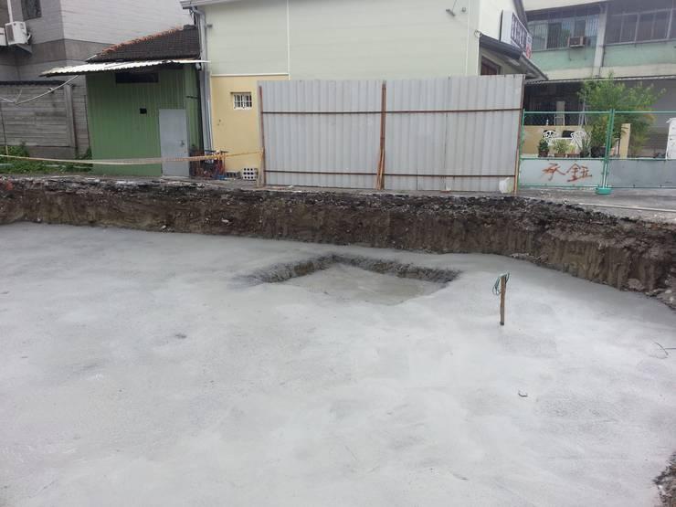筏式基礎開挖:  辦公大樓 by 綠藝營造