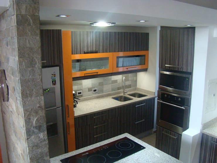 Vista general: Cocinas de estilo  por Idearq,