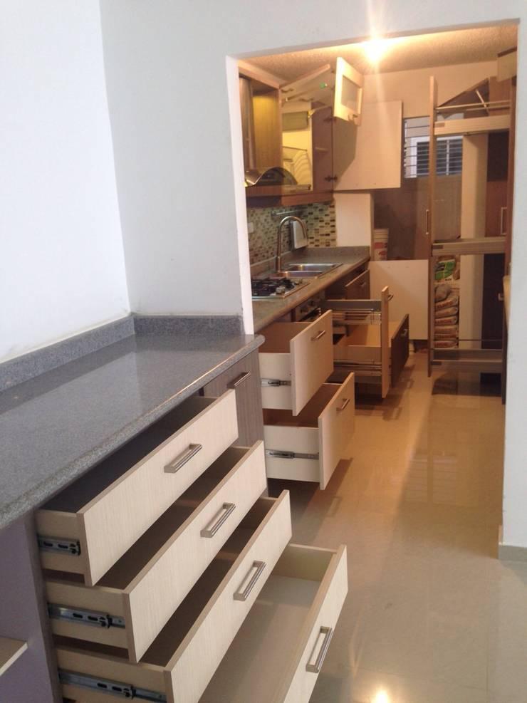 Cocina MR: Cocinas de estilo  por Idearq