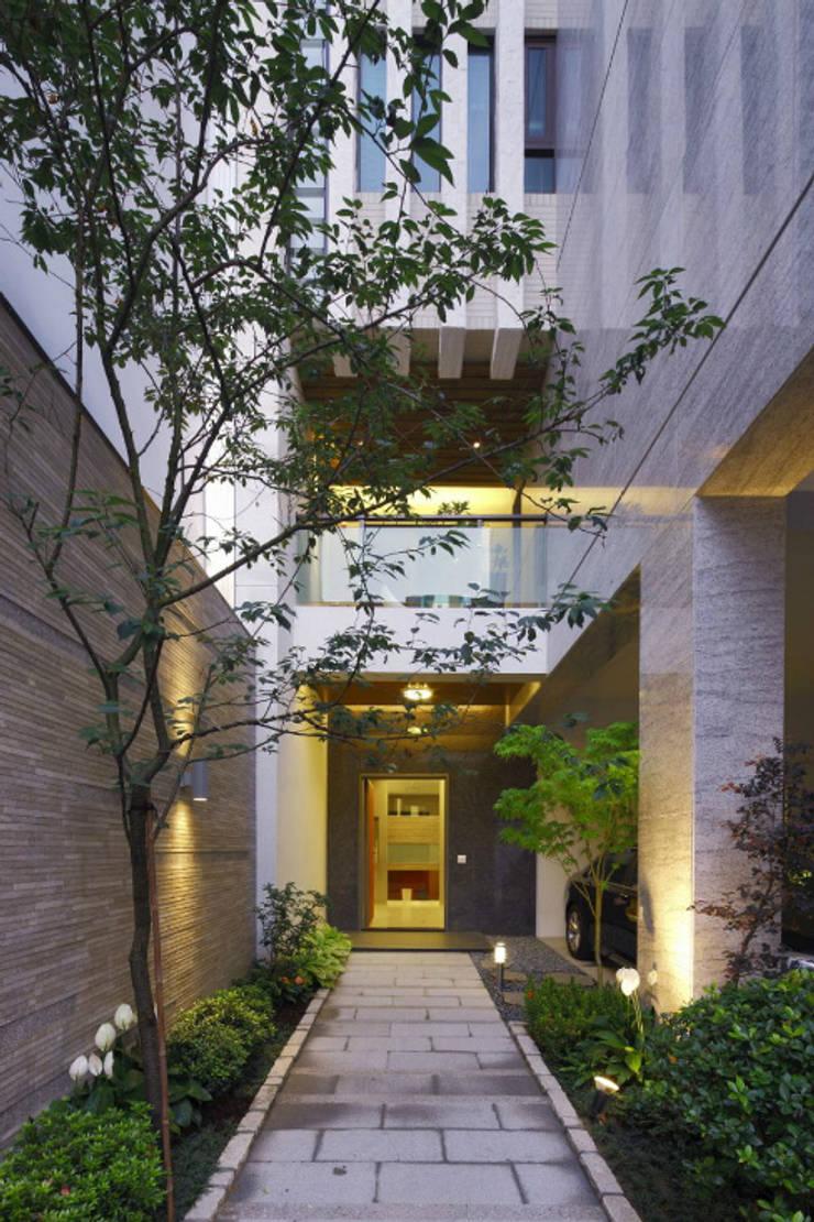 嘉義  科美建設別墅 :  房子 by 大也設計工程有限公司 Dal DesignGroup
