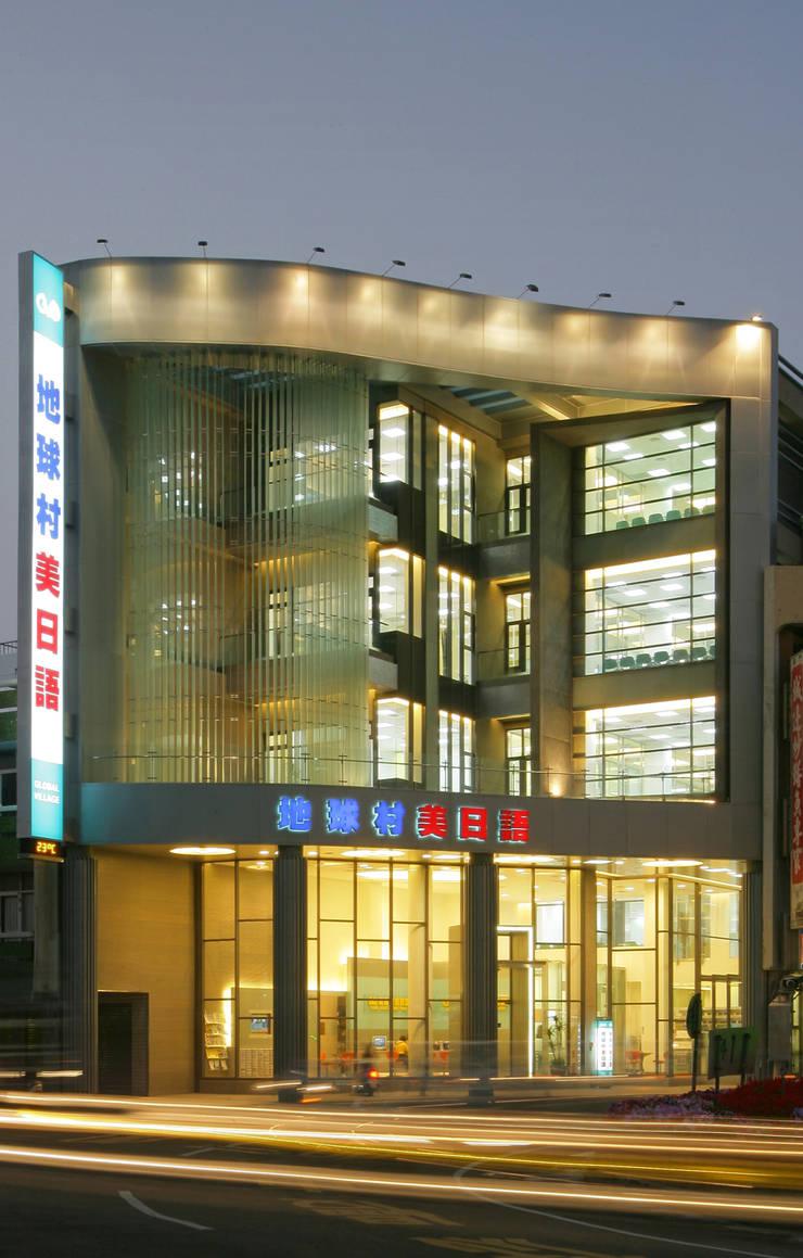 台南東門  地球村美日語:  辦公大樓 by 大也設計工程有限公司 Dal DesignGroup
