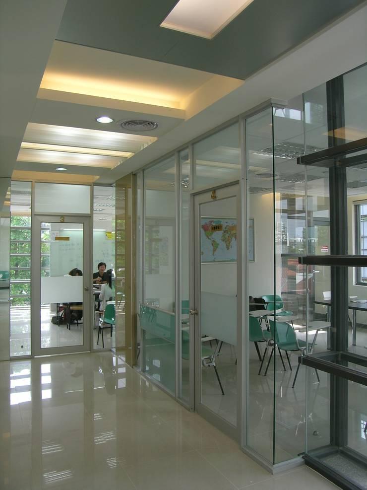 台中大里  地球村美日語:  辦公大樓 by 大也設計工程有限公司 Dal DesignGroup