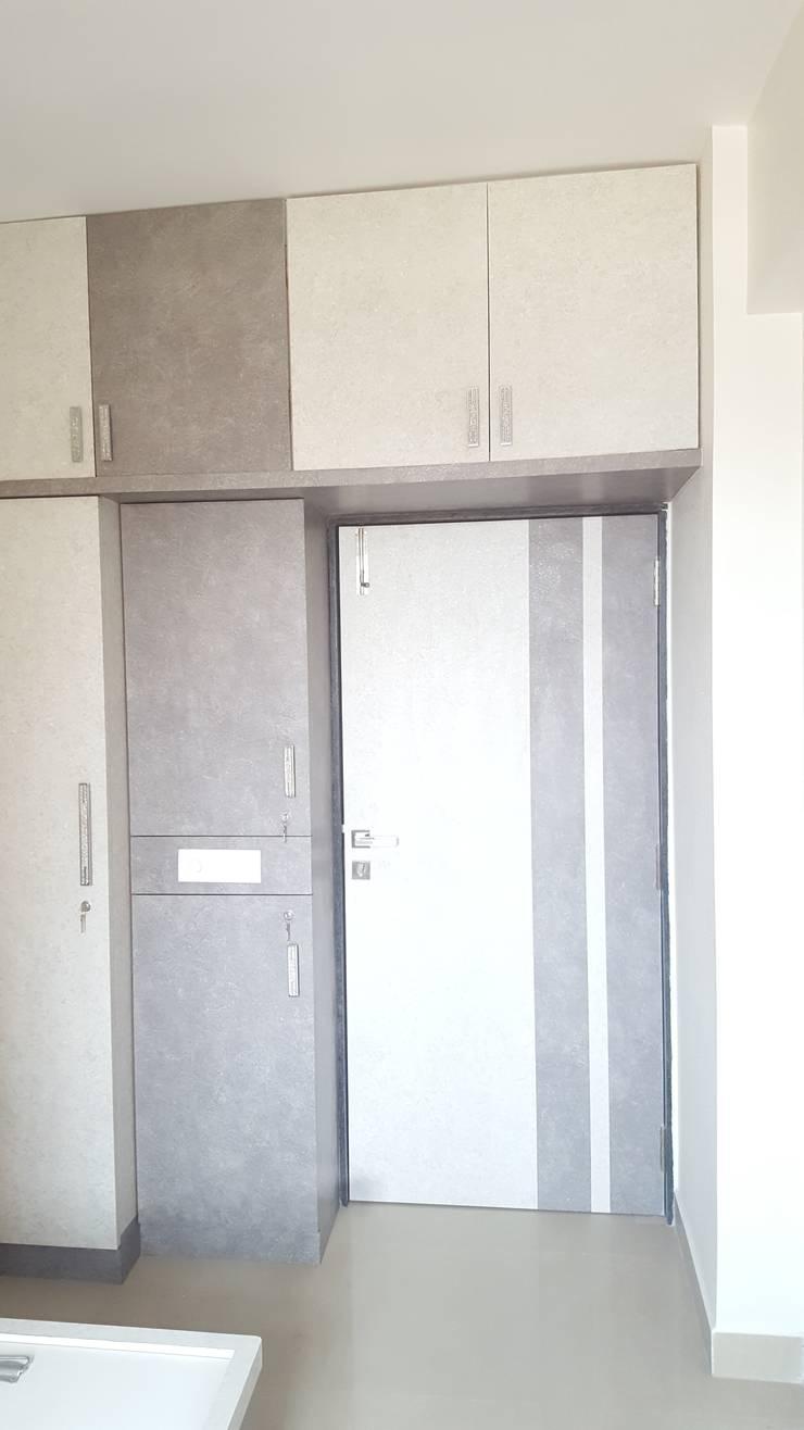 Mr.Sanjay Kukara Residence:  Bedroom by Creations,Modern