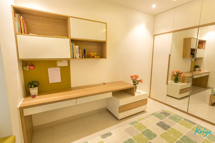 3 BHK apartment—RMZ Galleria, Bengaluru:  Study/office by KRIYA LIVING