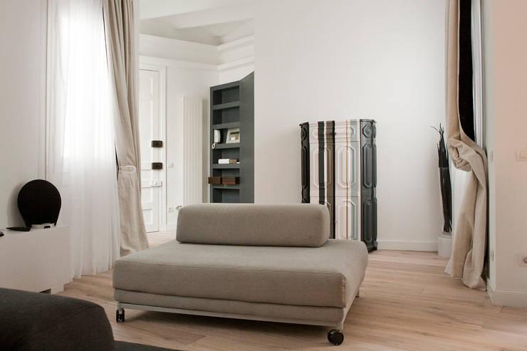 Casa Moncada Caruselli: Salones de estilo  de jorge rangel interiors